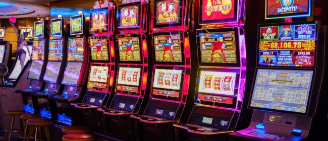 Helpful Tips So That You Can Play the Slot Machines Like A Pro
