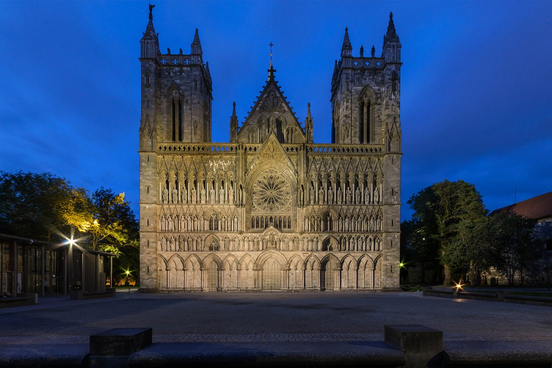 https://www.travelsaver.no/wp-content/uploads/Nidaros_cathedral_front-e1489483708598.jpg